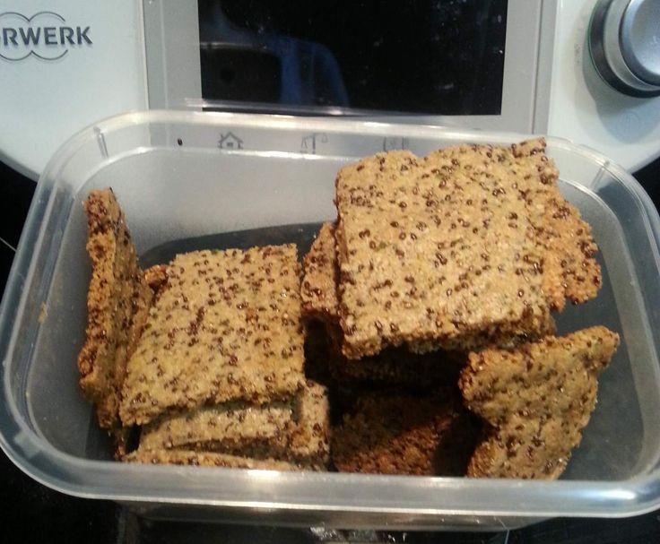 Rezept Rosmarien-Parmesan-Chia-Samen-Cracker von Thermo_Princess - Rezept der Kategorie Backen herzhaft