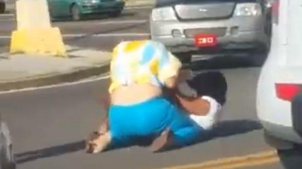 Facebook: mujeres peleando en la calle se vuelve viral (VIDEO)