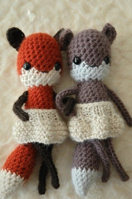 foxy foxes...loving their lack of snout