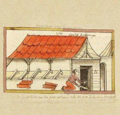 """Der Ziegler  """"Hans Buchmeyer"""" ist Ziegler und schürt soeben seinen Ofen an, um Ziegel und Dachpfannen zu brennen. Auch Kalk brannte er, laut Begleittext, in diesem Ofen. Im Salbuch sind die Preise für Ziegel und Kalk fest geschrieben: 11 Pfund für 1000 Ziegel und 12 Pfennig für ein Malter Kalk. Steuern zahlte der Ziegler in Naturalien: Jährlich 30 Malter Kalk."""