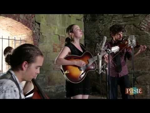 ▶ Sarah Jarosz - Build Me Up From Bones - Paste Newport Folk Sessions - YouTube