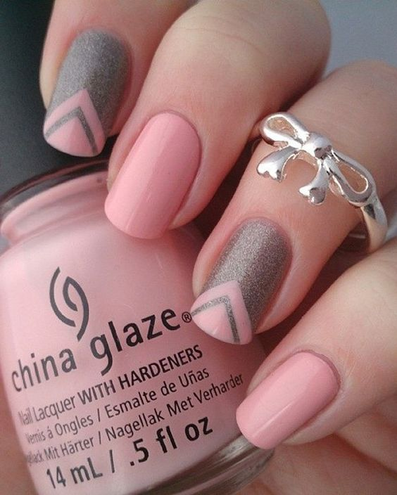 Pink and gray glitter nails art design. Paint alternatively gray glitter nail polish with pink on your nails creating v-shaped designs along the way.: