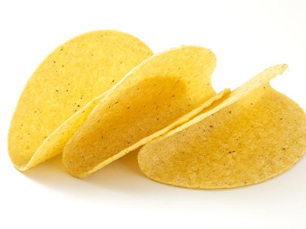 Tacos Grelhados de Peixe com Salsa de Avocado, Creme de Tomate Defumado e Salada de Repolho Cítrico - Food Network
