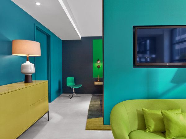 Love the different shades of blue and green in this hotel room.