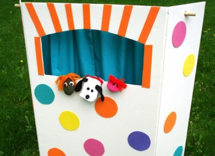 Easy Puppet Theatre to make ... full directions on Ziggity Zoom | Sparking Kids Imaginations