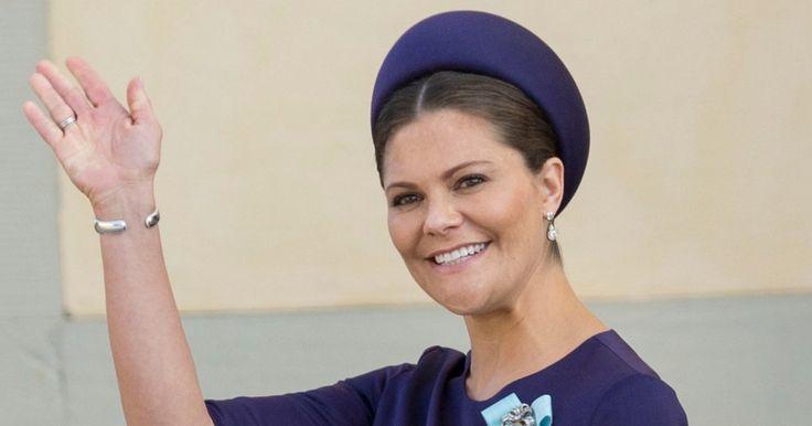 So schön kann ein Babybauch verpackt sein: Kronprinzessin Victoria beglückt uns zurzeit jeden Tag mit einem neuen, fabelhaften Outfit ...