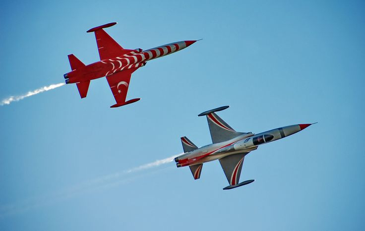 flying real low and close,these two f5 planes of the turkish stars go at a great speed and the sound is deafening..