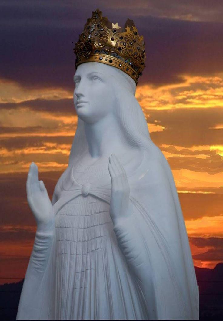 Oração a Nossa Senhora do Silencio  Venho a Ti;  Querida mãe, Senhora nossa, Santíssima Virgem Maria;  Que acompanhou Jesus, seu Filho, ...
