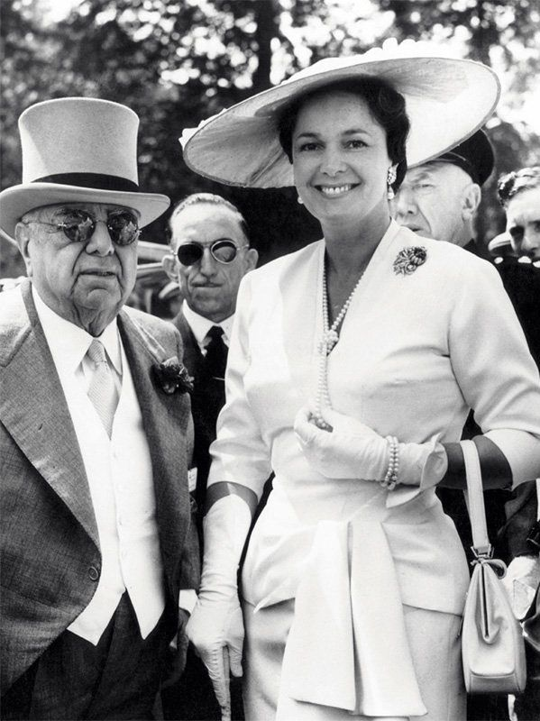 Puis ce Sera la Bégum, épouse de Aga Khan III depuis 1944 ...