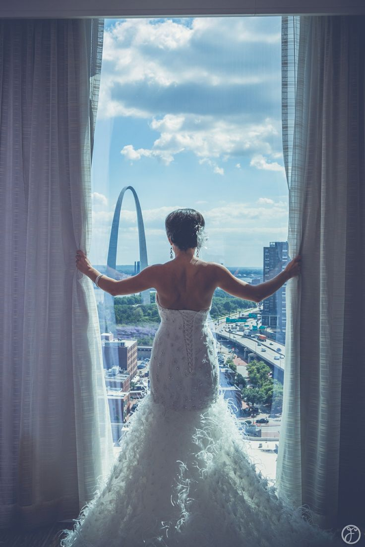 feather wedding dress, four seasons st louis, forte photography & cinema, st louis arch wedding