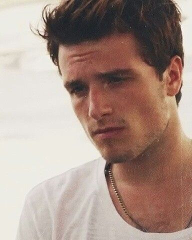 Josh Hutcherson is ssooooooooooo hot
