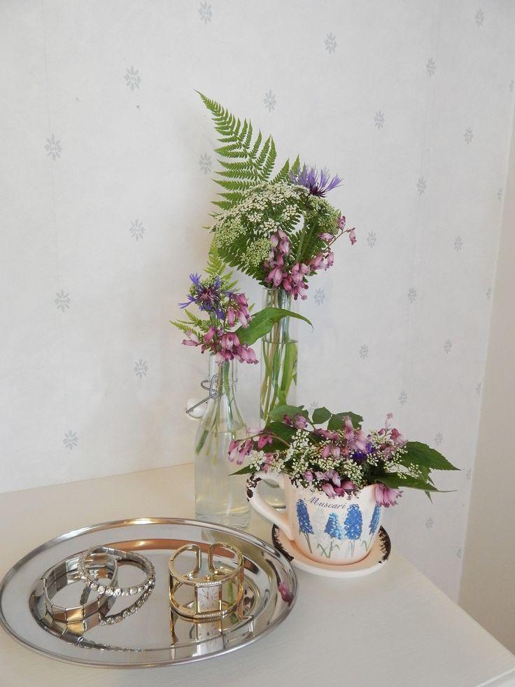Kukkia ja koruja