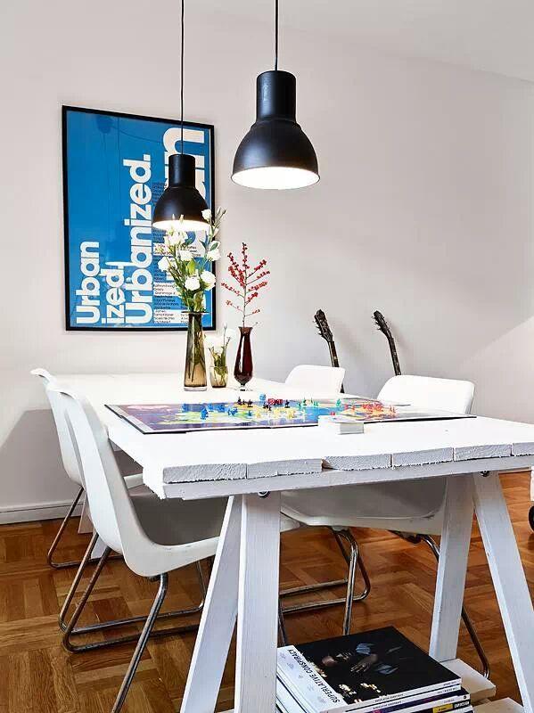 Conjunto de mesa e luminária