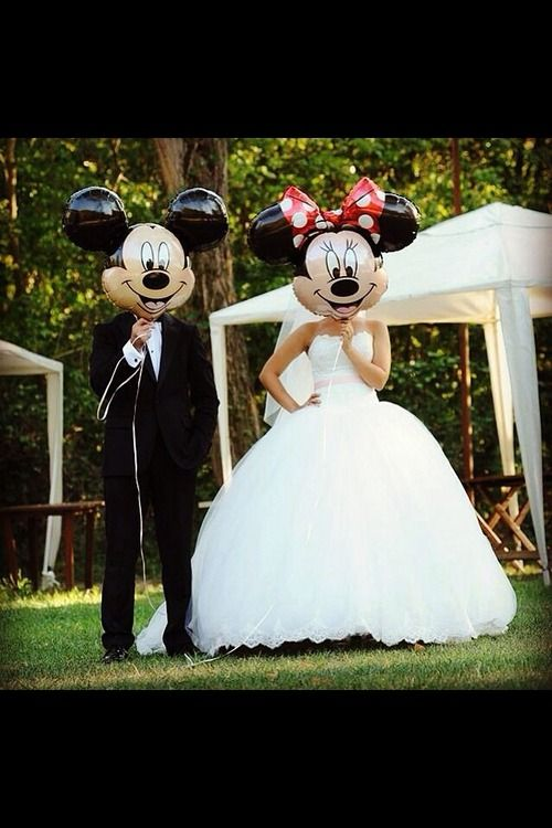 Such a cute idea for the young-at-heart #MickeyMouse #Disney #DisneyWedding // Image via Last Geek On Earth on Tumblr