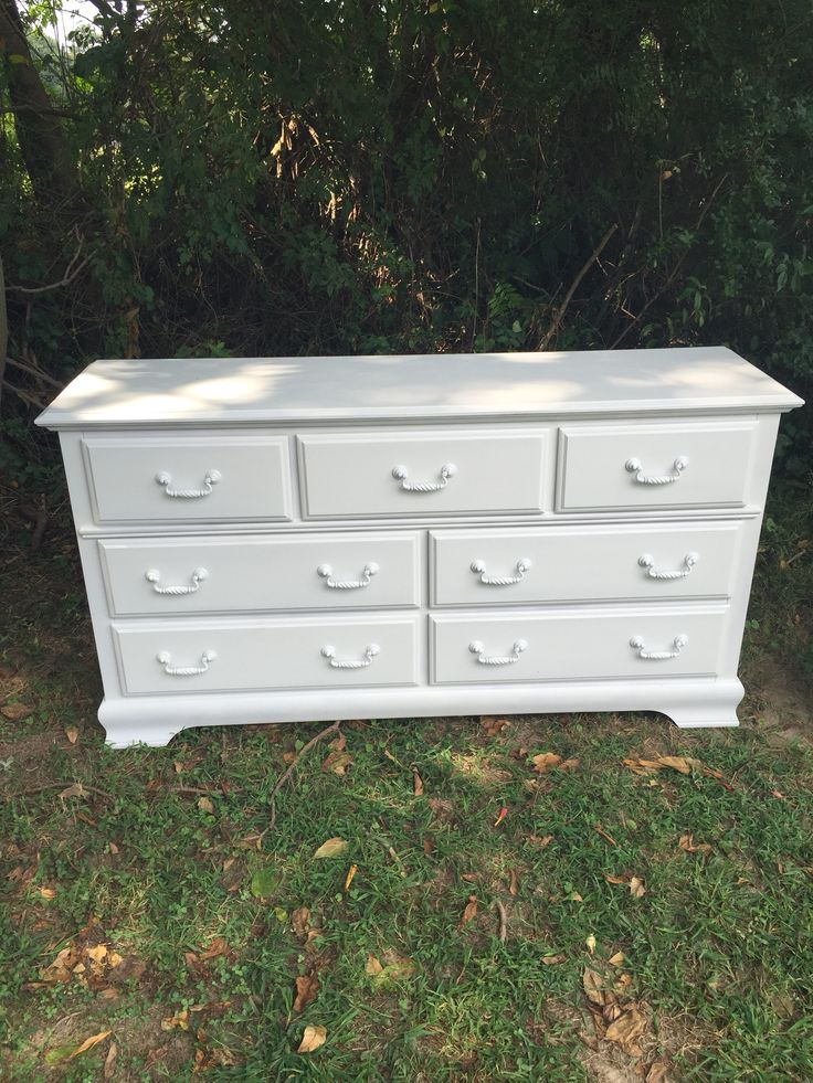 ◆This solid wooden seven-drawer dresser has been freshly painted a WHITE  latex satin