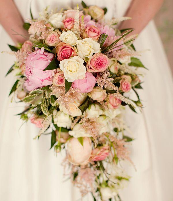 Bouquets de noiva em cascata