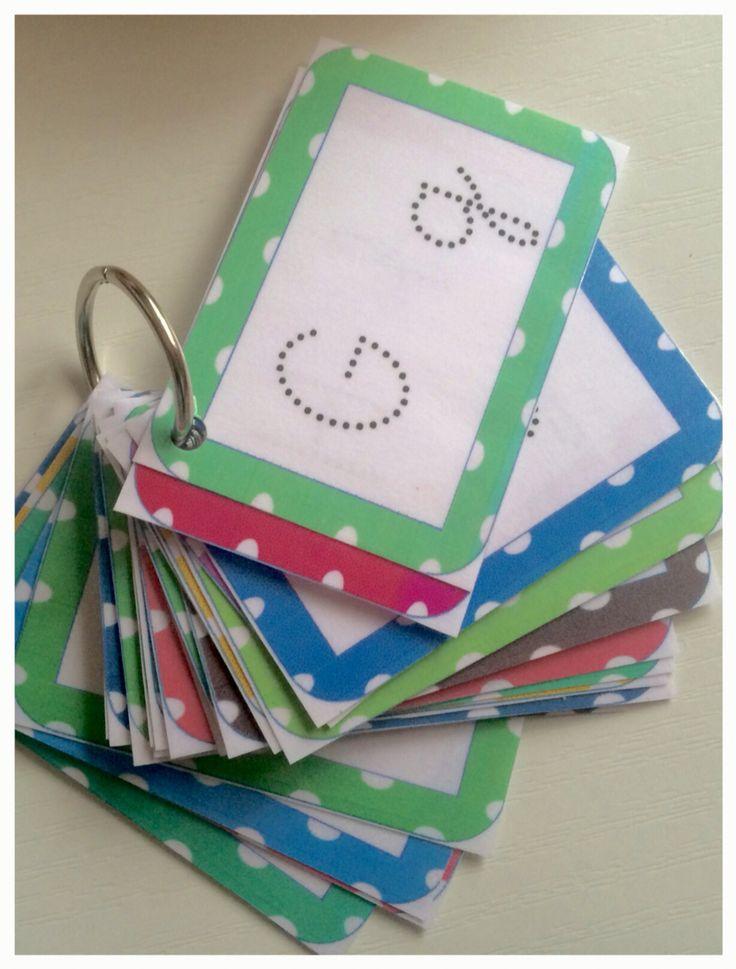 Este es el llavero que siempre tenemos a mano por si olvidamos el trazado de las letras! Es muy sencillo de hacer y muy útil. Siguiendo el modelo Montessori podemos repasar la grafía con un rotu cualquiera y después borrarlo. Fuente. El sonido de la hierba al crecer.