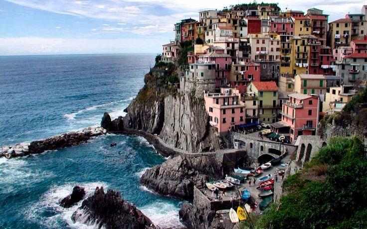 """Cinque Terre """"cinco tierras"""" porción de costa formada por cinco pueblos y bañada por el mar de Liguria en Liguria"""