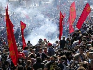 Red Flags Over Turkish Rioters - The Communist Party of Turkey 6/4/2013