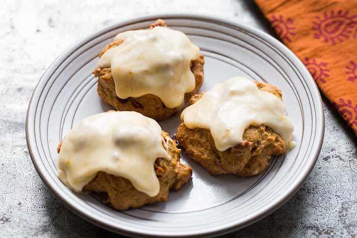 kaki vitamine kekse mit nüssen und sharonfrüchten mousse aus weißer schokolade dessert