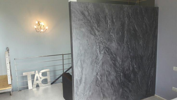 Decorazione effetto pietra spaccata verticale SEGUI IL TUO ISTINTO Giorgio Graesan and friends