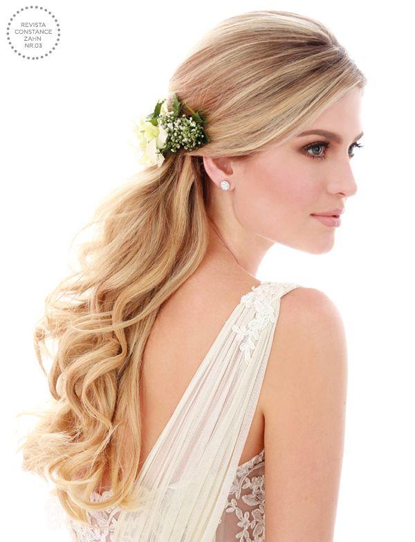 Penteado de noiva - cabelo meio preso ondulado com flores naturais { Foto: Felipe Lessa | Beleza: Jr Mendes }