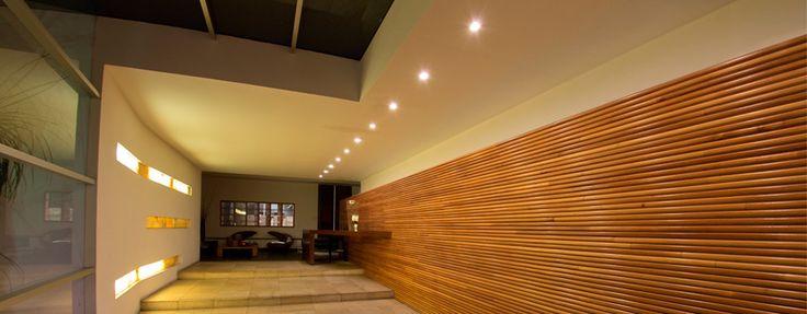 Nos caracteriza la vista panorámica hacia la Catedral, con iluminación escénica por las noches. La Azotea Restaurante.