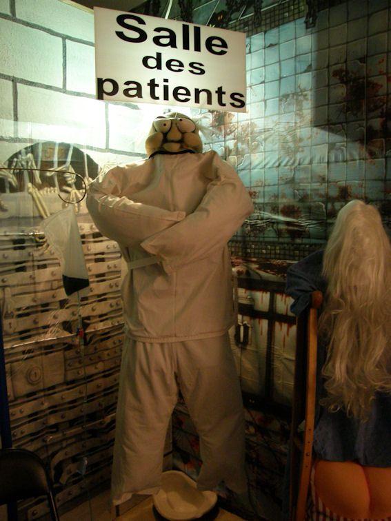 Les 25 meilleures id es de la cat gorie camisole de force sur pinterest camisole de force - Decoration halloween maison hantee ...