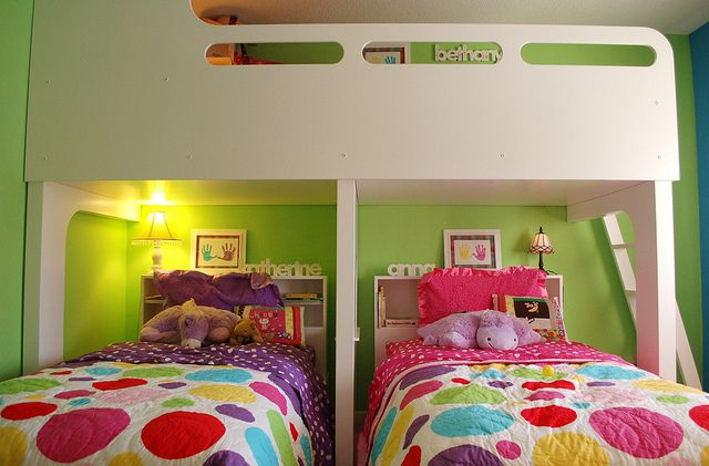 A lovely idea if you have more than two kids... and they have to share a room...
