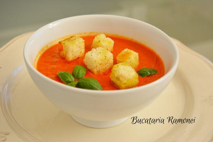 Se apropie ora prânzului așa că vă propun o delicioasă supă cremă preparată cu rosii dulci de sezon! Reteta o găsiți la acest link: http://bucatariaramonei.com/recipe-items/supa-crema-de-rosii/ #supacrema #supa #rosii #tomato