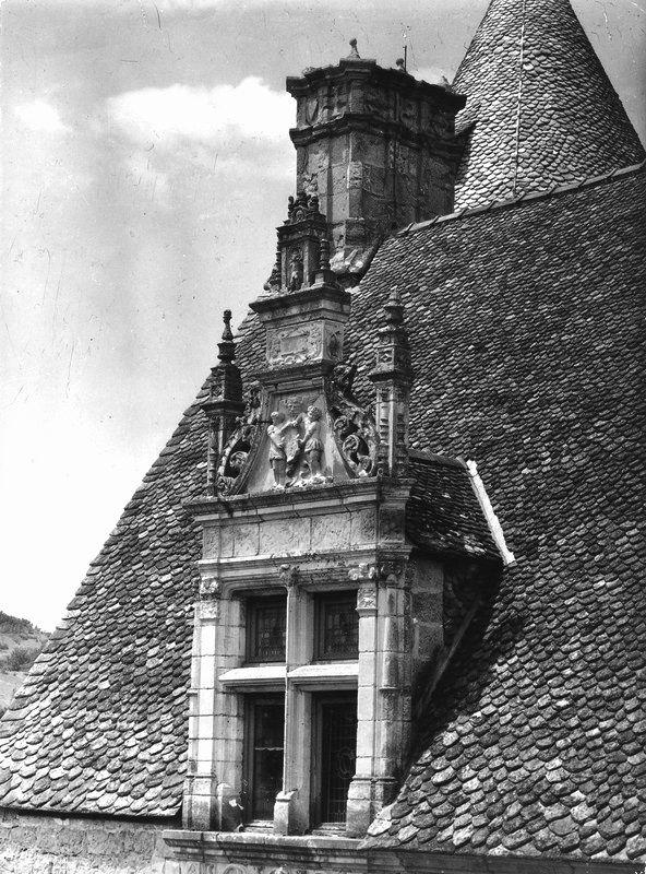 Robert Doisneau // Château de Montal, près de Saint-Céré, Fenêtre de la toiture…