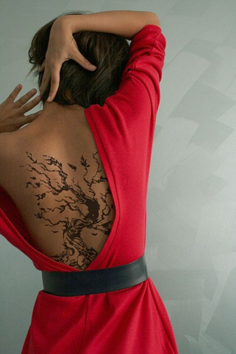 tree back tattoo.. love the dress too!