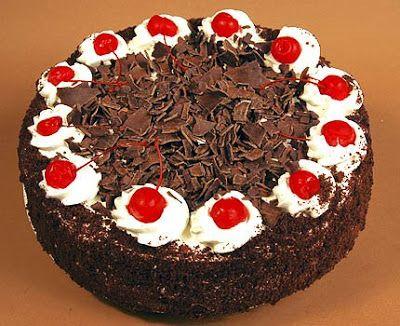 Μια υπέροχη, απλή, ανάλαφρη και πανεύκολη τουρτίτσα με μπισκότα σαβουαγιάρ,κρέμα σοκολάτας κουβερτούρας, σαντιγί, γαρνιρισμένη με τρίμμα και φλύδα σοκολάτ