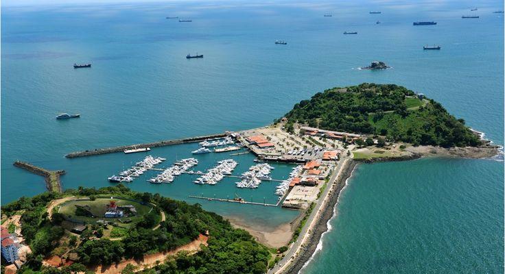 La Calzada de Amador actualmente es uno de los lugares más populares de la ciudad de Panama, cuenta con numerosas instalaciones recreativas, como restaurantes, bares, discotecas y un centro de convenciones.