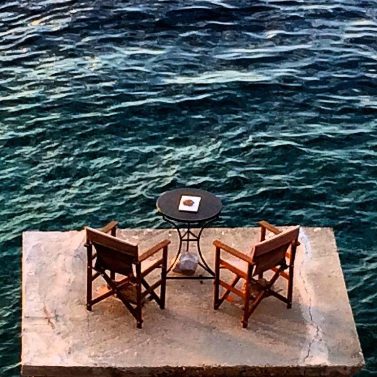Δώστε μου ένα μέρος να κοιτάω, ξεχάστε με στη θάλασσα ~ Θόδωρος Αγγελόπουλος , @theodore_zoumboulakis  #Hydra  http://research.uni-leipzig.de/giannis/Philosophie/THEO%20ANGELOPOULOS.pdf