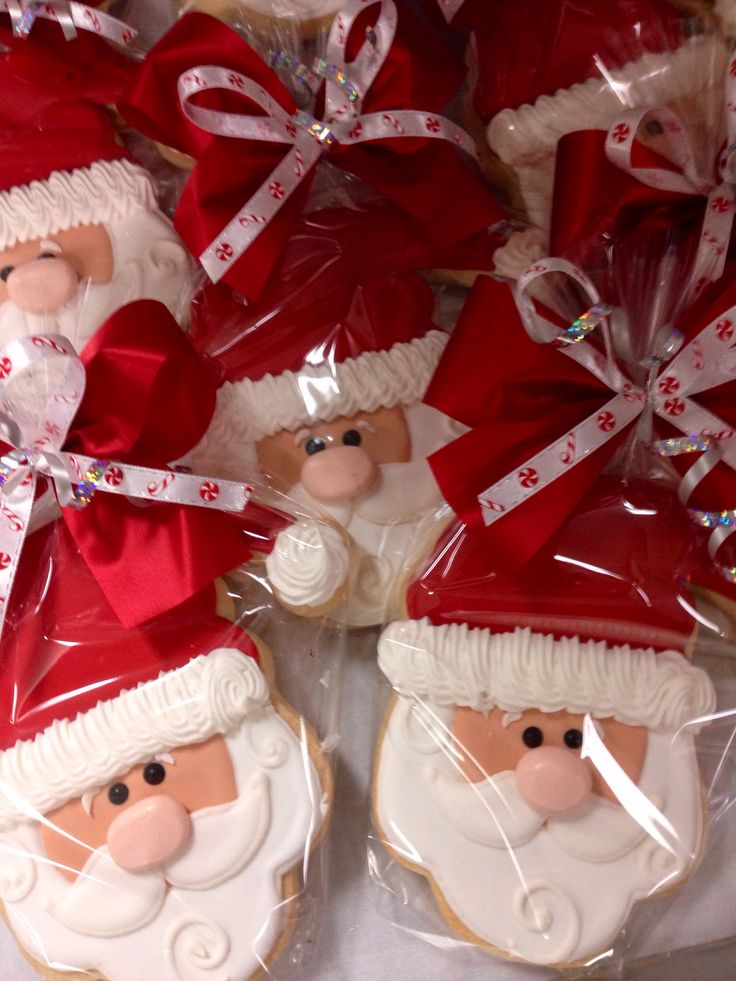 Santa!  I love this design- but could not locate the recipe source- so image only on this..