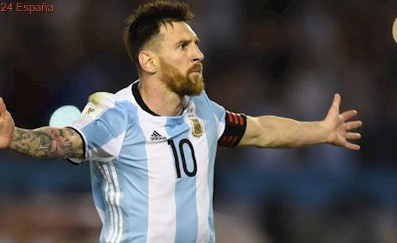 Messi resuelve un duro partido con Chile