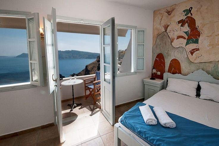 Apartment in Oia, Greece. Our cool and comfortable studio with traditional greek style has a true good vibration! it comfortably fits two and it is centrally located at the heart of the most famous village of Santorini. - Renovated!  CHECK OUR DEAL NIGHTS !!!! Blue Sky vil...