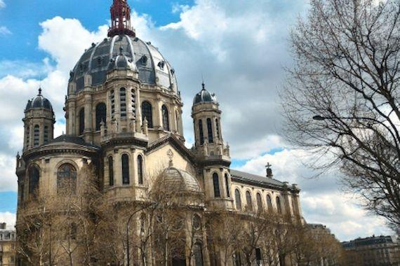 Des bâches publicitaires à la rescousse des églises parisiennes