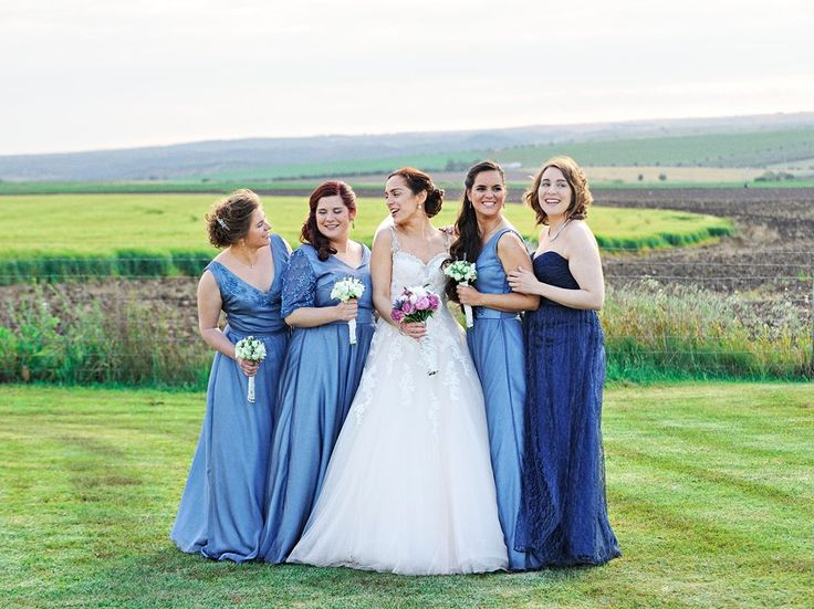 Casamento romantico Campestre no Alentejo por Foto de Sonho / Bride and Bridesmaids Blue dresses green backdrop in countryside Portugal wedding