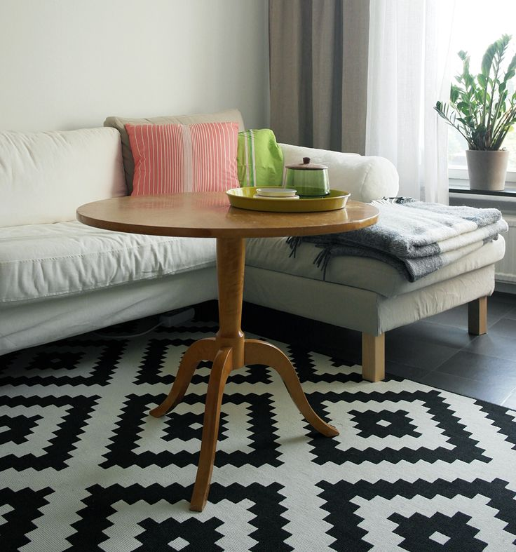 Livingroom. Retro table.