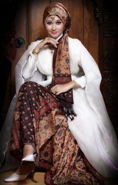 Busana Muslim Dian Pelangi Berbahan Kain Tradisional #Hijab #HijabTutorial #HijabIndonesia #BusanaMuslim www.hafana.com