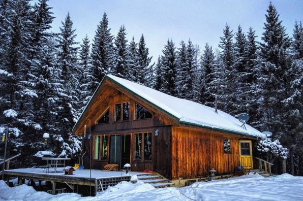 Log cabin ideas for your next vacation. Domino shares photos of log cabins inspired by The Hateful Eight.