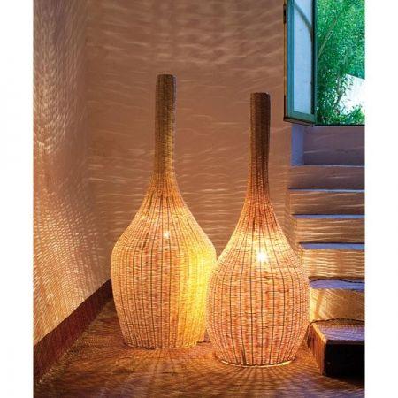 Lámpara de pié de caña natural  medidas 50cm x 150cm altura