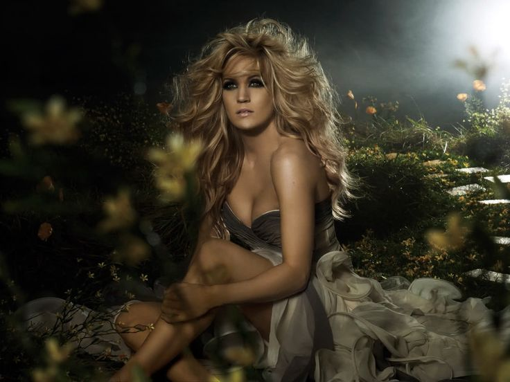 Carrie Underwood. Big hair, smokey eyes.