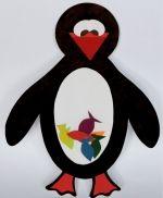 Забавная поделка из бумаги - пингвин, которого можно кормить рыбой