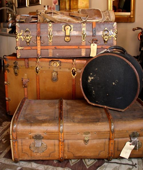 travel: Old Trunks, Hats Boxes, Vintage Suitcases, Vintage Trunks, Old Suitca, Travel, Vintage Luggage, Antiques Trunks, Trunks Suitcases