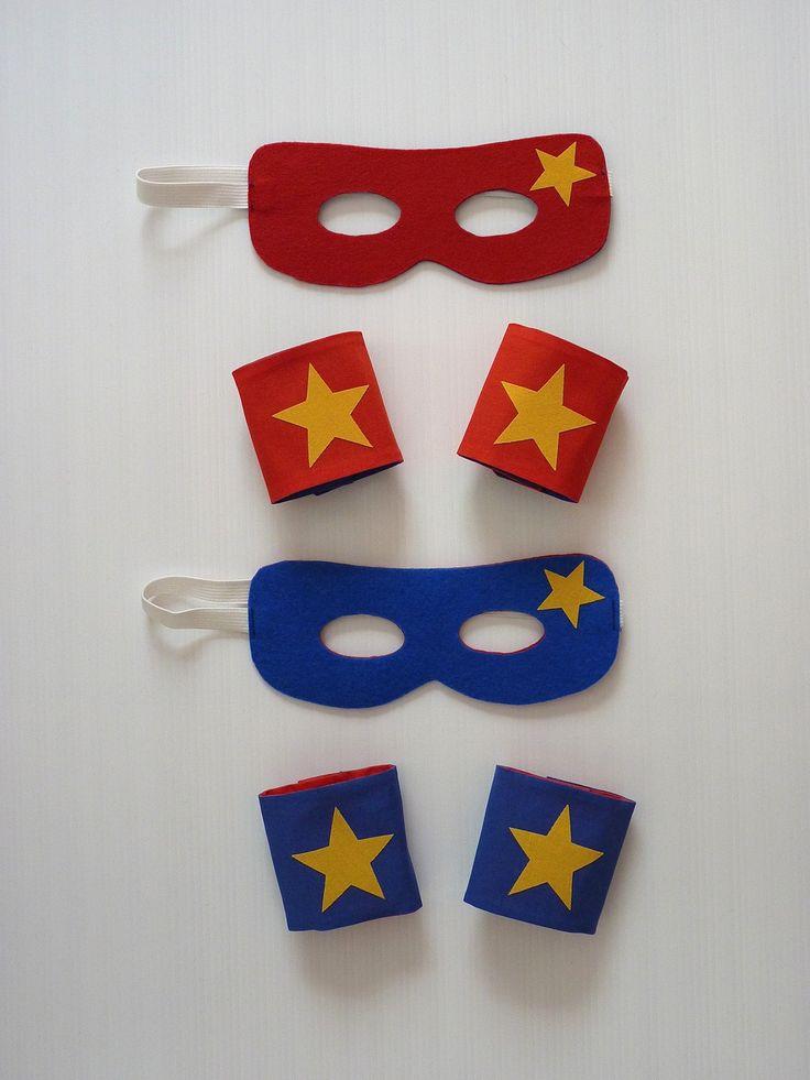 Masque et manchettes REVERSIBLES de Super Héros en coton et feutrine : Ecole et loisirs par la-fee-brochette