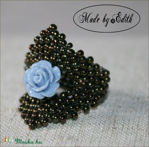 Meska - Gyöngy gyűrű, rózsás gyűrű, kékrózsa gyűrű, háromszög gyűrű MadebyEdit kézművestől