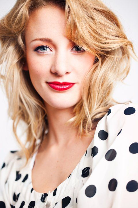 "Noortje Herlaar (born: April 22, 1985, Vlaardingen, Netherlands) is a Dutch actress and singer. She won the final in the TV program ""Op Zoek Naar Mary Poppins"" (2010). She played the major role in the musical ""Mary Poppins"" (2010-2011). She made her TV debut with ""Moeder, Ik Wil Bij de Revue"" (2012)."